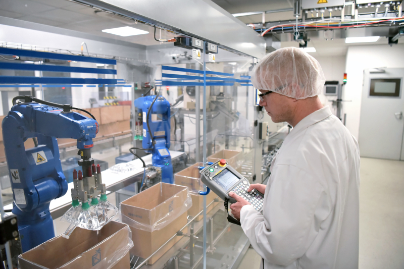 How collaborative robot companies help the pharma industry?